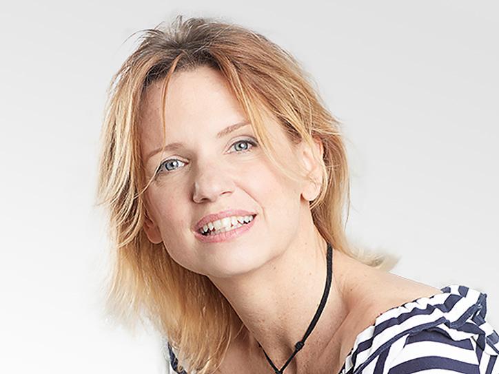 Beatrice Carelli, Kommunikation